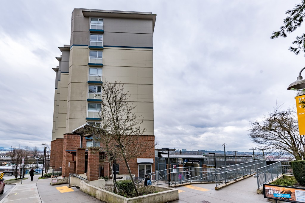 Photo 2: 402 200 KEARY STREET in New Westminster: Sapperton Condo for sale : MLS® # R2145784