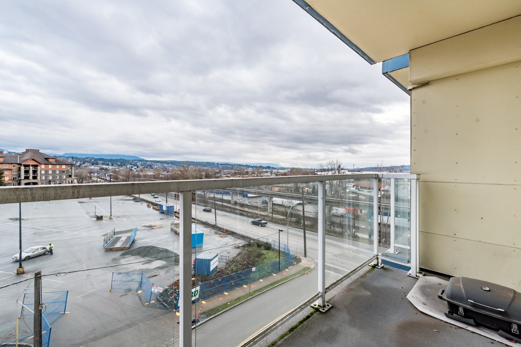 Photo 3: 402 200 KEARY STREET in New Westminster: Sapperton Condo for sale : MLS® # R2145784