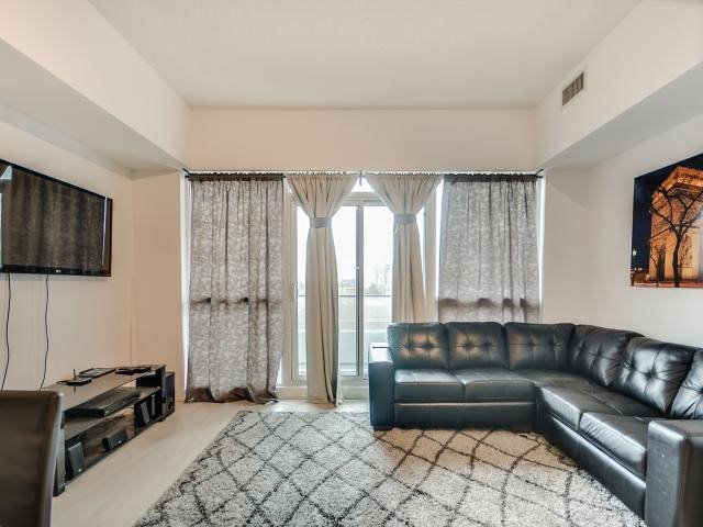 Photo 5: 2220 Lake Shore  Blvd W Unit #709 in Toronto: Mimico Condo for sale (Toronto W06)  : MLS® # W3768896