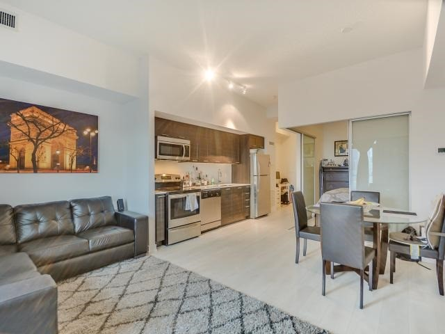 Photo 3: 2220 Lake Shore  Blvd W Unit #709 in Toronto: Mimico Condo for sale (Toronto W06)  : MLS® # W3768896