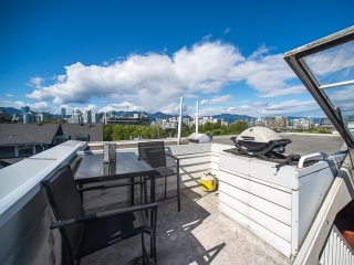 Main Photo: 209 685 W 7 AVENUE in Vancouver: Fairview VW Townhouse for sale (Vancouver West)  : MLS® # R2161336