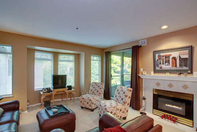Photo 3: 405 6737 STATION HILL Court in Burnaby South: South Slope Home for sale ()  : MLS® # V918296