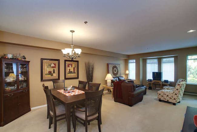 Photo 2: 405 6737 STATION HILL Court in Burnaby South: South Slope Home for sale ()  : MLS(r) # V918296