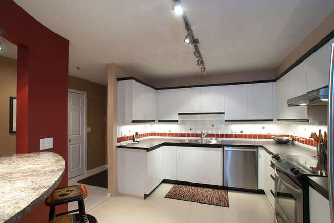 Photo 6: 405 6737 STATION HILL Court in Burnaby South: South Slope Home for sale ()  : MLS(r) # V918296