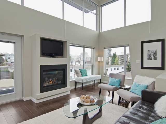 Main Photo: # PH2 1288 CHESTERFIELD AV in North Vancouver: Central Lonsdale Condo for sale : MLS® # V1123799