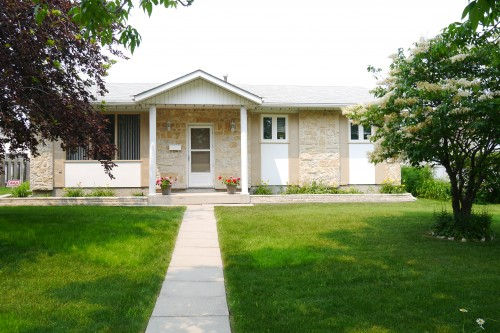 Main Photo: 7 Lakeglen Drive in Winnipeg: Waverley Heights Single Family Detached for sale (South Winnipeg)  : MLS® # 1518742