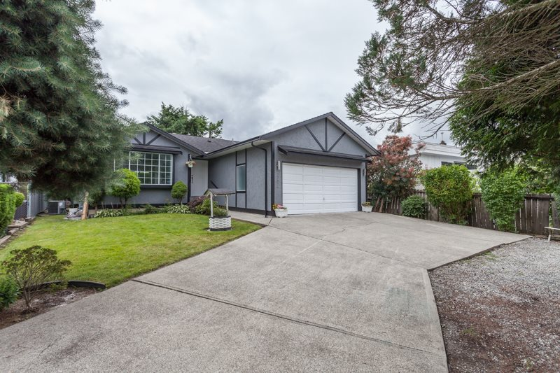 Main Photo: 22826 124B AVENUE in Maple Ridge: East Central House for sale : MLS® # R2088935