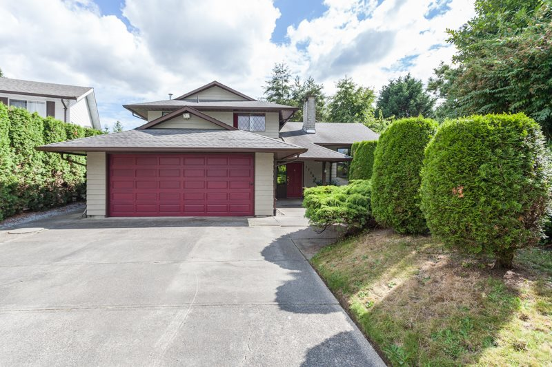 Main Photo: 17256 62 AVENUE in Surrey: Cloverdale BC House for sale (Cloverdale)  : MLS®# R2090763