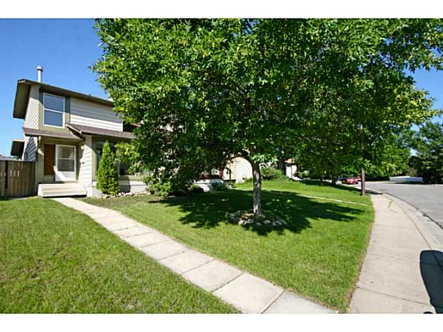 Main Photo: 29 TEMPLEMONT Drive NE in CALGARY: Temple Residential Attached for sale (Calgary)  : MLS® # C3576651
