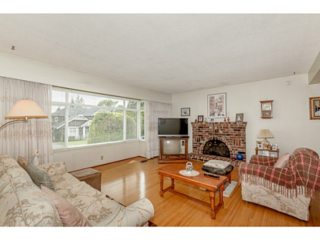Photo 4: 5747 SPRUCE ST in Burnaby: Deer Lake Place House for sale (Burnaby South)  : MLS(r) # V1071455