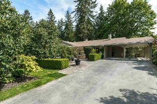 Main Photo: 925 SELKIRK CRESCENT in Coquitlam: Harbour Place House for sale : MLS® # R2064054