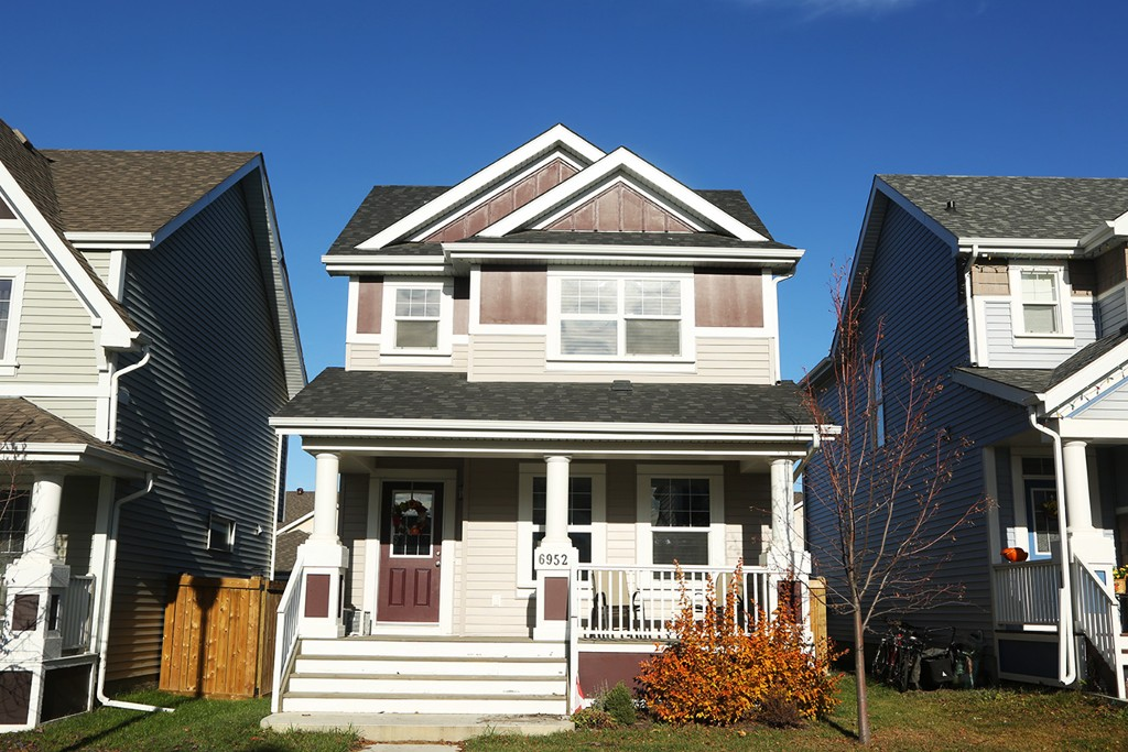 Main Photo: 6952 22 Ave SW in Edmonton: House for sale : MLS® # E4043126