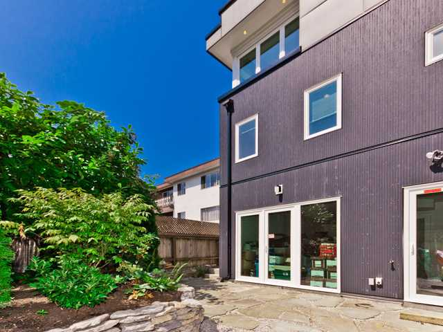 "Main Photo: 2246 W 8TH Avenue in Vancouver: Kitsilano Townhouse for sale in ""COACH HOUSE-DETACHED"" (Vancouver West)  : MLS® # V964277"