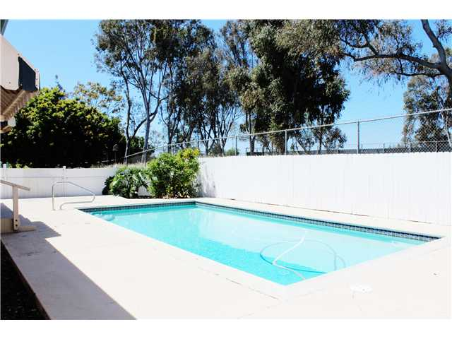 Photo 11: CLAIREMONT House for sale : 3 bedrooms : 4966 Gaylord Drive in San Diego