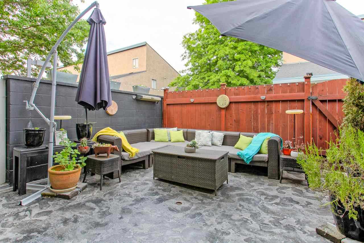 Photo 15: 4882 TURNBUCKLE WYND in Delta: Ladner Elementary Townhouse for sale (Ladner)  : MLS® # R2072644