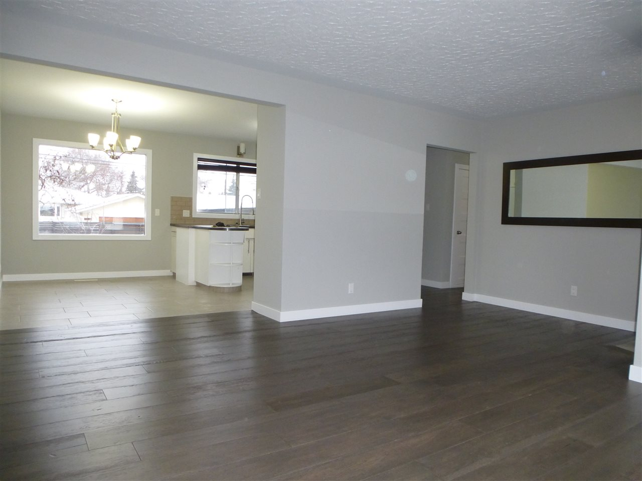 Photo 5: 8810 159A ST NW in Edmonton: Zone 22 House for sale : MLS® # E4044366