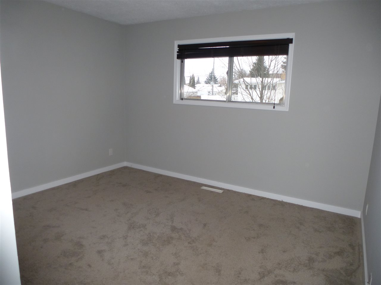 Photo 10: 8810 159A ST NW in Edmonton: Zone 22 House for sale : MLS® # E4044366