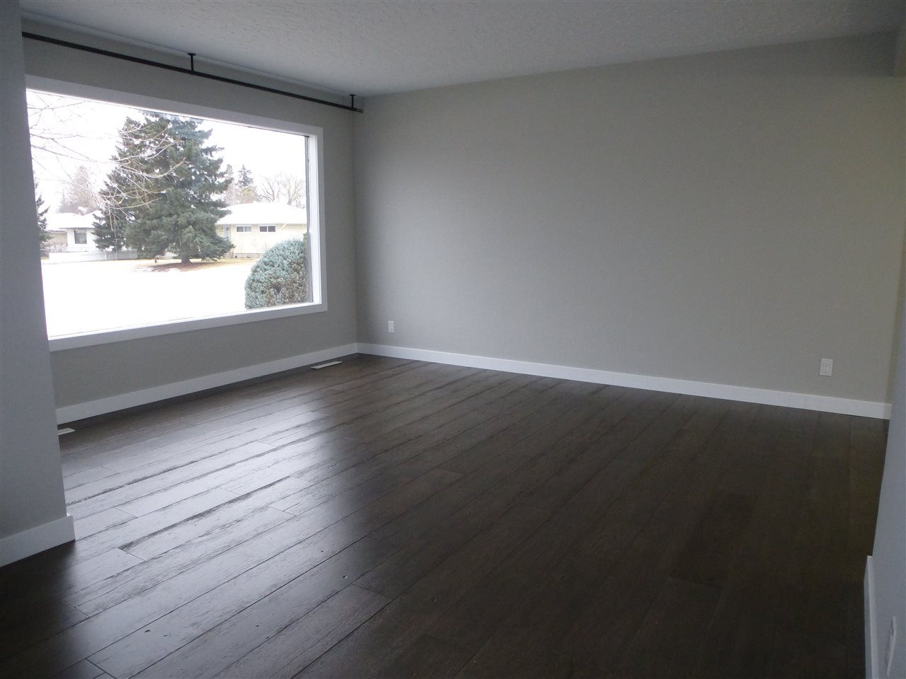 Photo 4: 8810 159A ST NW in Edmonton: Zone 22 House for sale : MLS(r) # E4044366
