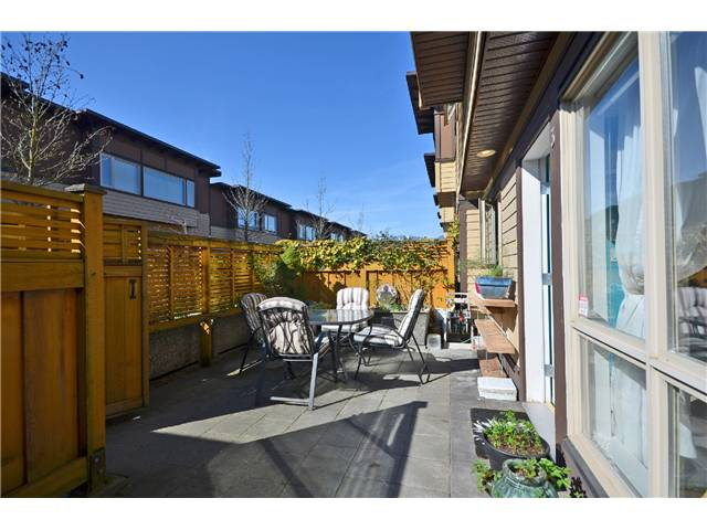 Main Photo: 3 2389 CHARLES Street in Vancouver: Grandview VE Townhouse for sale (Vancouver East)  : MLS(r) # V998784