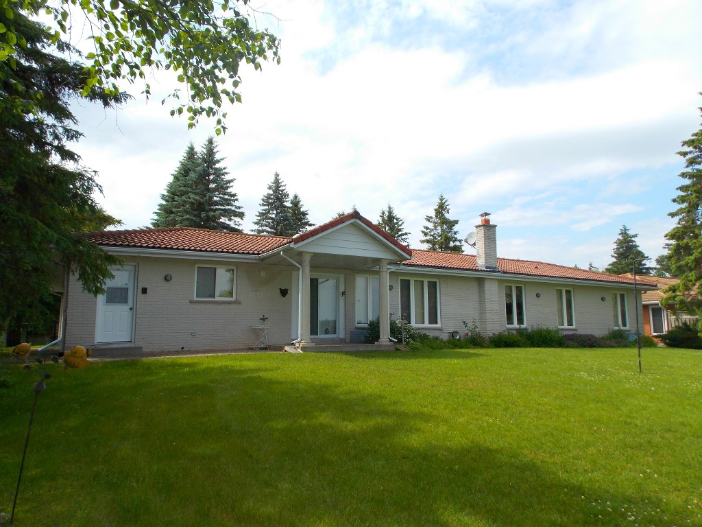Main Photo: 94 Pinewood Blvd in Kawartha Lakes: Rural Eldon Freehold for sale : MLS®# X3157764