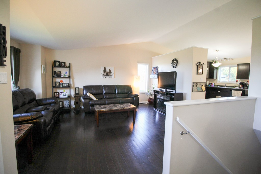 Photo 3: 345: Oakville Single Family Attached for sale (Manitoba Other)  : MLS® # 1617877