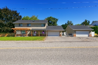 Main Photo: Kelowna- Home For Sale - Lake- Lower Mission, Renovated