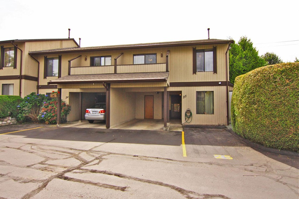 "Photo 2: 25 32925 GEORGE FERGUSON Way in Abbotsford: Central Abbotsford Townhouse for sale in ""Woodbrook Terrace"" : MLS® # F1320162"