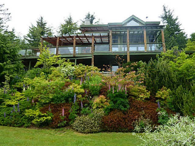 FEATURED LISTING: 763 MANSFIELD Road Roberts Creek