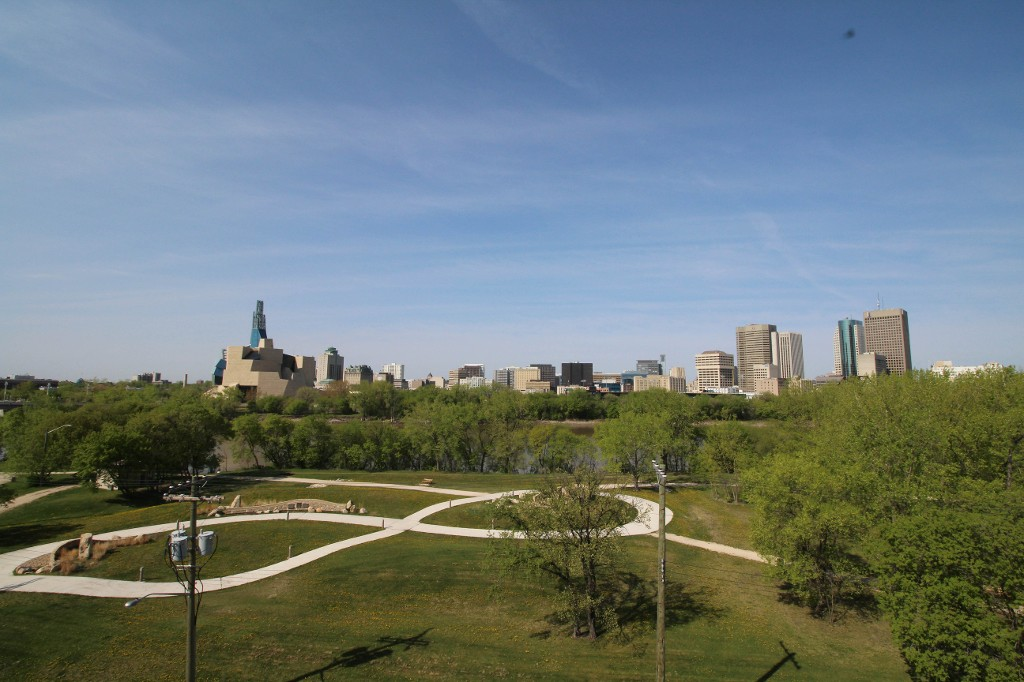 Main Photo: Amazing Views Overlooking The Forks & Downtown!