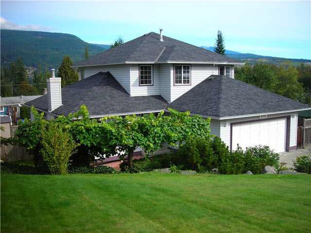 Main Photo: 6132 FAIRWAY AVENUE in Sechelt: Sechelt District House for sale (Sunshine Coast)  : MLS(r) # R2137442