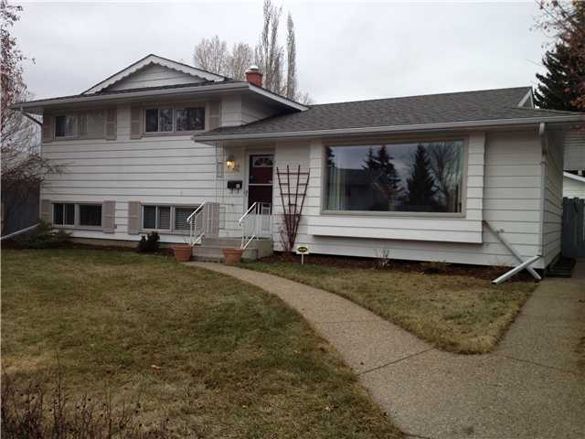 Main Photo: 32 FERNCLIFF Crescent SE in CALGARY: Fairview Residential Detached Single Family for sale (Calgary)  : MLS® # C3563215
