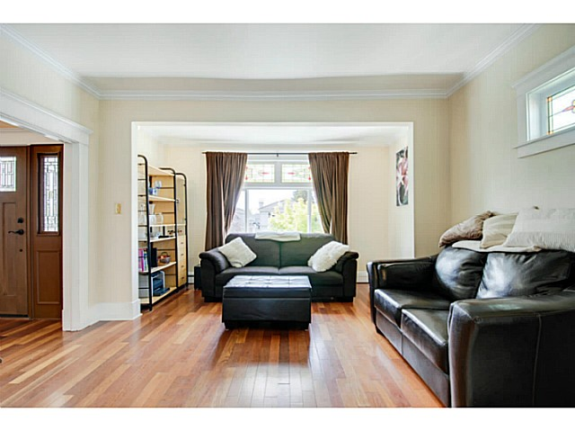Photo 4: 341 E 58TH AV in Vancouver: South Vancouver House for sale (Vancouver East)  : MLS® # V1070002