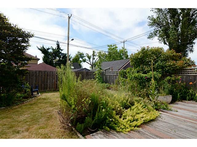 Photo 9: 2386 W 15TH Avenue in Vancouver: Kitsilano House for sale (Vancouver West)  : MLS(r) # V1078805