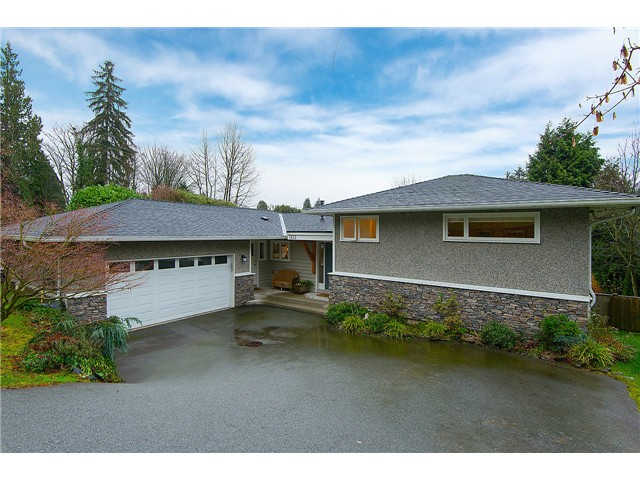 Main Photo: 1512 RENA CR in West Vancouver: Ambleside House for sale : MLS®# V1103120