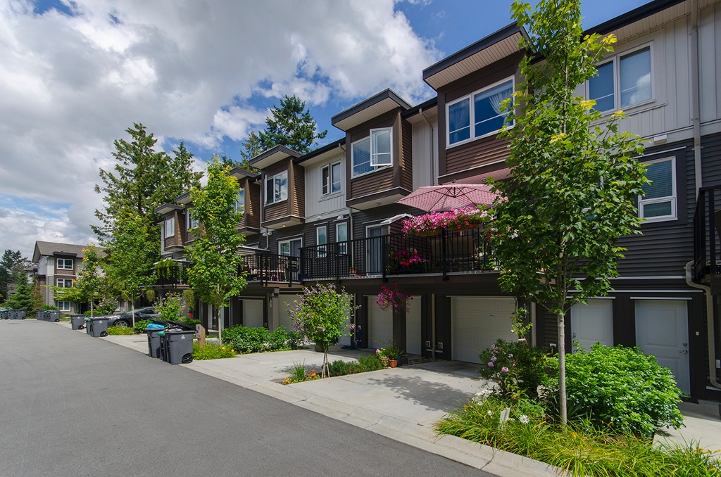 Photo 2: 117 5888 144 Street in Surrey: Sullivan Station Townhouse for sale