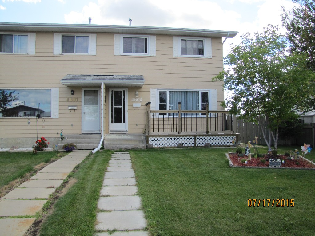 Main Photo: 4603 46 Avenue in Mayerthorpe: House Half Duplex for sale : MLS® # 41292