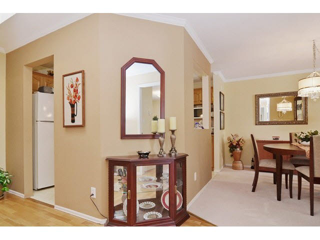 Photo 3: 414 2626 COUNTESS STREET in Abbotsford: Abbotsford West Condo for sale : MLS(r) # F1438917