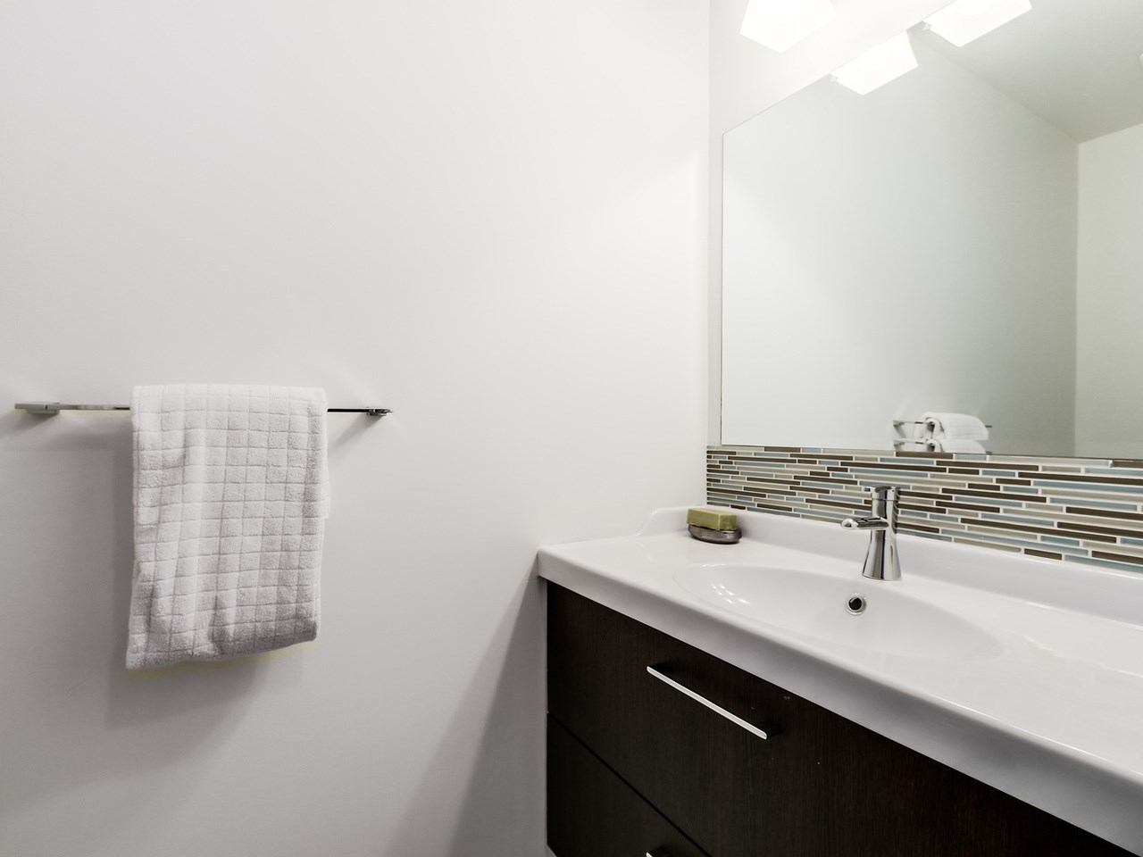 Photo 5: Photos: 2 269 E KEITH ROAD in North Vancouver: Lower Lonsdale House 1/2 Duplex for sale : MLS® # R2025742