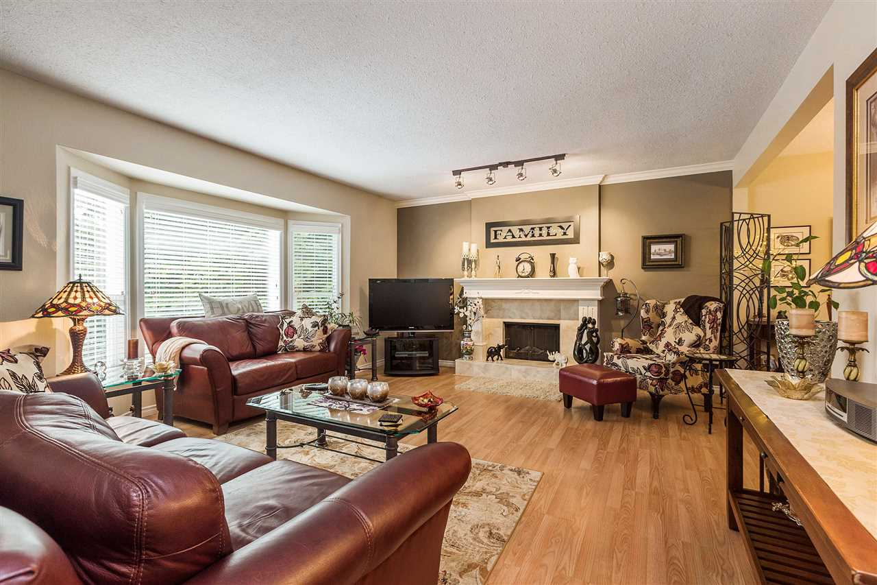 Photo 2: 3644 202A STREET in Langley: Brookswood Langley House for sale : MLS® # R2138265