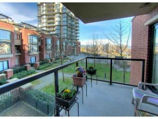 "Main Photo: 204 11 E ROYAL Avenue in New Westminster: Fraserview NW Condo for sale in ""VICTORIA HILL HIGHRISES"" : MLS® # V991201"