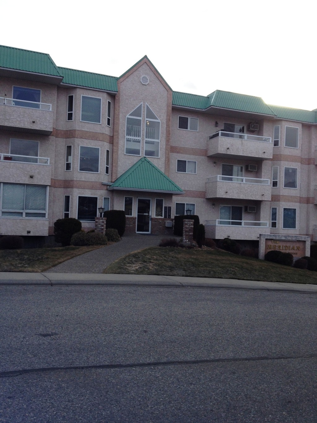 Main Photo: 104 102 Van Horne Street in Penticton: Main North Multifamily for sale : MLS® # 141473