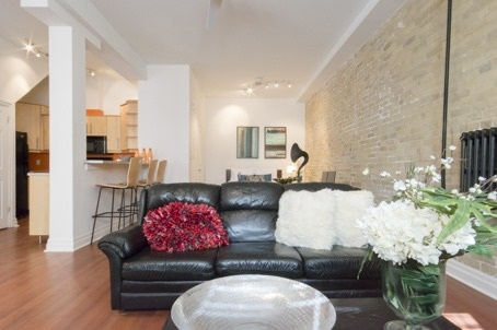 Photo 3: 323 Queen  St E Unit #2A in Toronto: Moss Park Condo for sale (Toronto C08)  : MLS(r) # C3710307