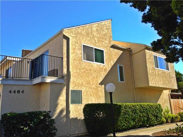 Photo 2: UNIVERSITY CITY Townhome for sale : 3 bedrooms : 4484 Eastgate Mall #8 in San Diego
