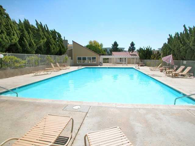 Photo 5: UNIVERSITY CITY Townhome for sale : 3 bedrooms : 4484 Eastgate Mall #8 in San Diego