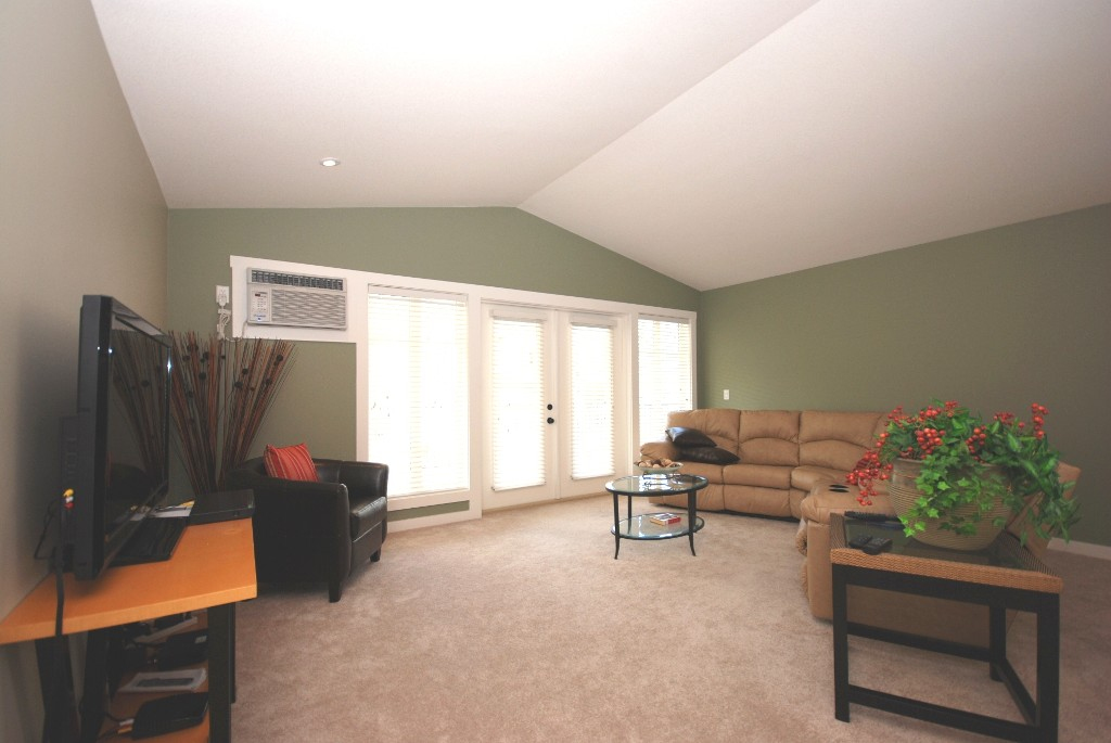 Photo 5: 304 10529 Powley Court in Lake Country: Lake Country East / Oyama House for sale (Central Okanagan	)  : MLS® # 10036321