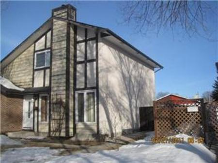 Main Photo: 21 GOVERNOR'S CRT: Residential for sale (Canada)  : MLS®# 1105074