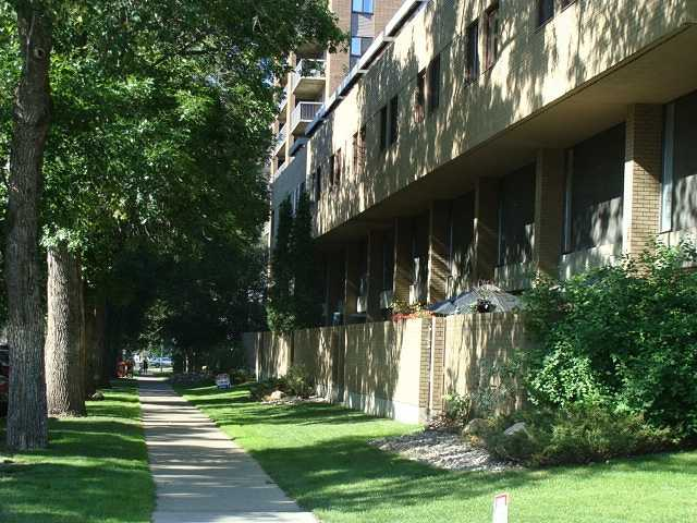 Photo 1: Downtown Grandin in EDMONTON: Zone 12 Condo for sale (Edmonton)  : MLS® # E3332213