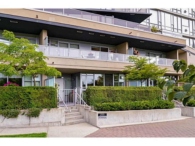 "Main Photo: 107 8 SMITHE MEWS Mews in Vancouver: Yaletown Townhouse for sale in ""THE FLAGSHIP"" (Vancouver West)  : MLS®# V1075648"