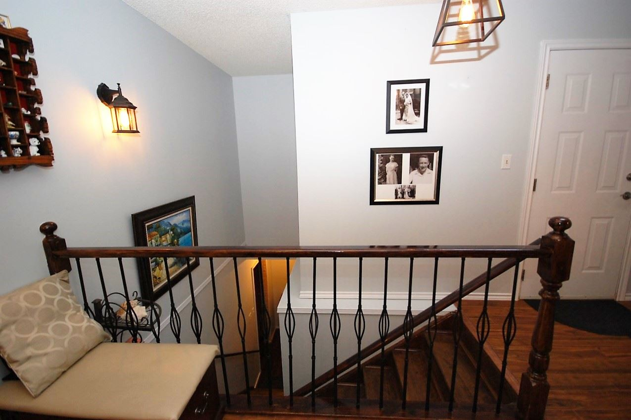 Photo 3: 5905 189 ST NW: Edmonton Condo for sale : MLS(r) # E4043389