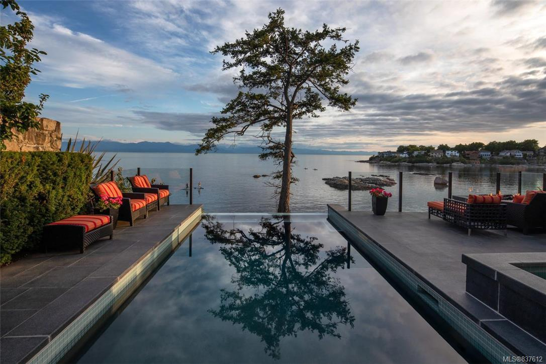 FEATURED LISTING: 1941 Crescent Rd Oak Bay
